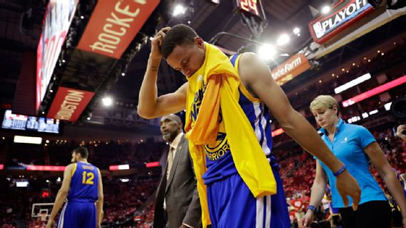 Stephen Curry injures right knee